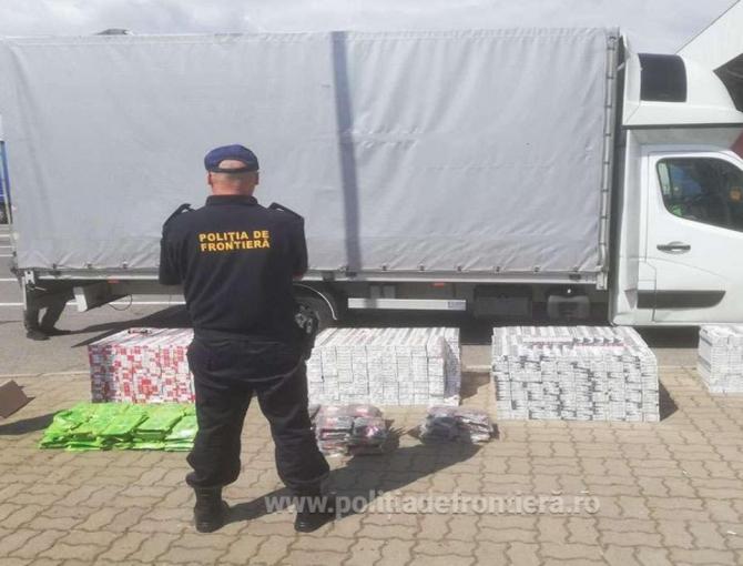 Autoutilitară, verificată la sânge la frontiera României. Șoferul a mințit polițiștii că transportă pahare şi îndulcitor