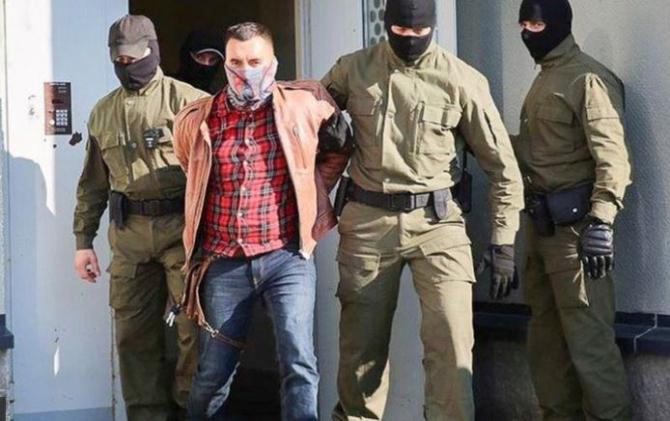Belarus. Un prizonier politic și-a tăiat gâtul în sala de judecată