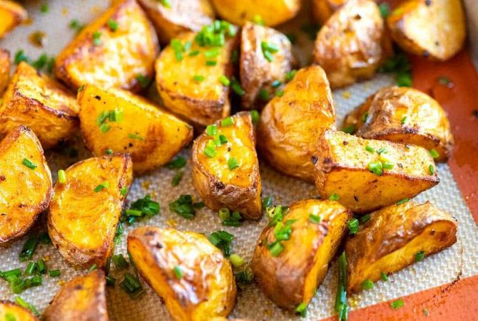 Cartofi crocanți, aurii, delicioși și dietetici: Cinci secrete ale bucătarilor pentru a pregăti acest super-aliment