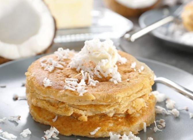 Clătite cu nucă de cocos, o capodoperă a micului dejun sănătos. Copii vor fi încântați de acest desert delicios