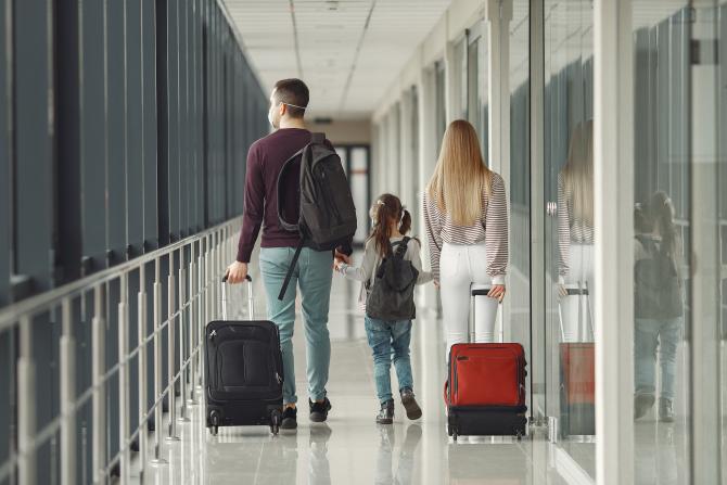 Companiile aeriene au încălcat drepturile pasagerilor în pandemie, impunându-le vouchere în locul rambursărilor