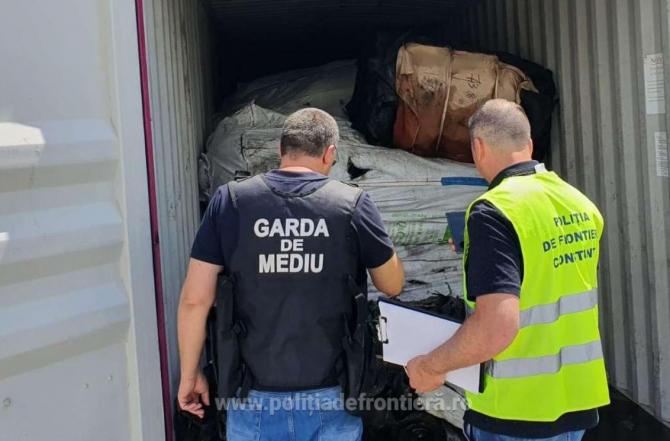 Containere cu peste 100 de tone de deşeuri de cauciuc urmau să fie exportate în Thailanda de o firmă din Olt