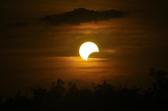 Eclipsă de Soare parţială. În ce zone din România este vizibil fenomenul (sursa foto: Pixabay)