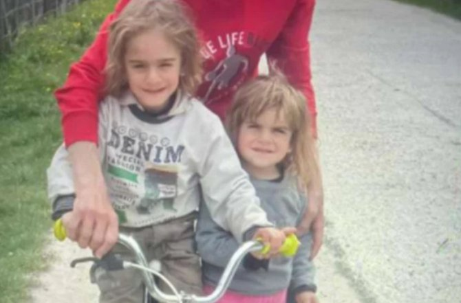 Florinel şi Maria, cei doi frați români dispăruţi de acasă, au fugit pentru că erau bătuţi cu urzici