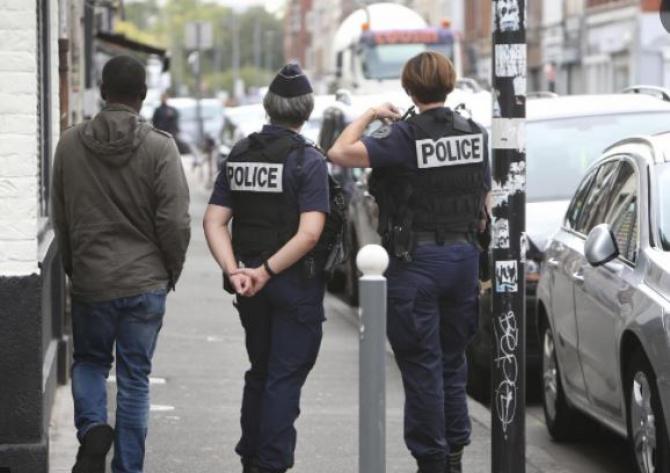 Franța. Un român a șantajat și jefuit un bătrân, aflat sub tutelă Dacă nu-mi dai banii, îți sparg capul