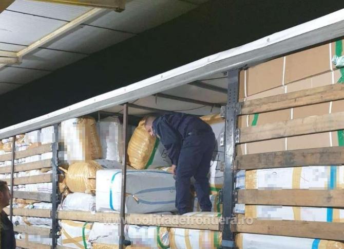 Haine contrafăcute, în valoare de un milion de euro, confiscate de poliţiştii de la Garda de Coastă