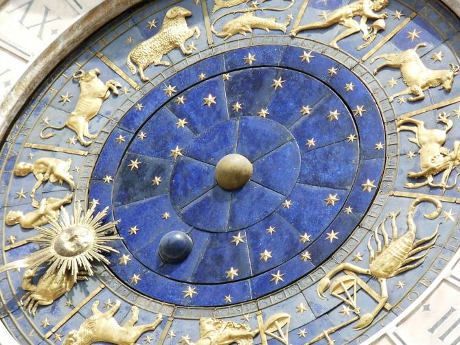 Horoscop 1 iulie 2021, trigon Marte - Saturn. Te simți ca și cum ai conduce cu frâna pusă: Rac pică în ispită, iar Săgetător va avea o zi oribilă