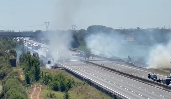 """Italia. Doi șoferi de TIR, morți într-un teribil accident pe A1: """"Au ars de vii!"""" - VIDEO"""