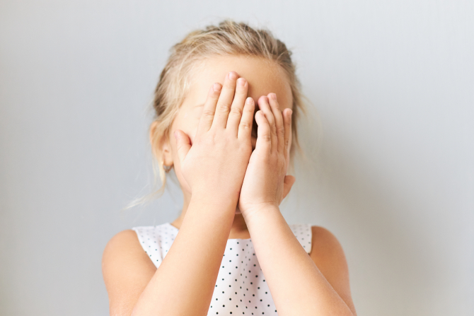 Italia. Fetiță româncă de 5 ani, abuzată de un bărbat de 60 ani: Ar fi amenințat-o ca să nu spună nimic părinților