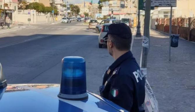 Italia. Româncă, care își șantaja clienții cu fotografii din intimitate, săltată de polițiști