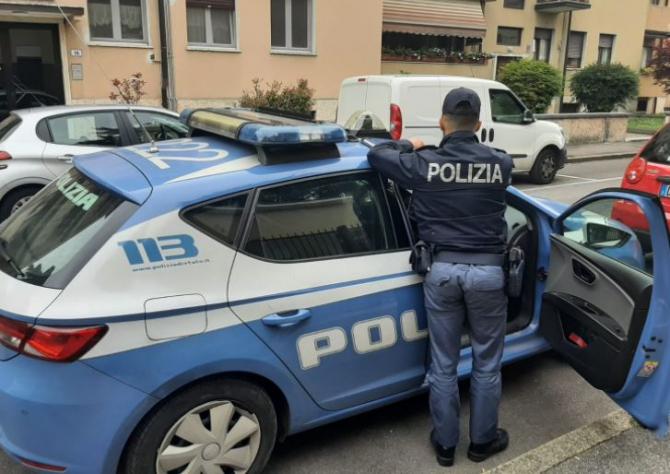 Italia. Tânără româncă, la volanul unei mașini, fără a deține permis de conducere. Polițiștii au găsit un adevărat arsenal în automobil