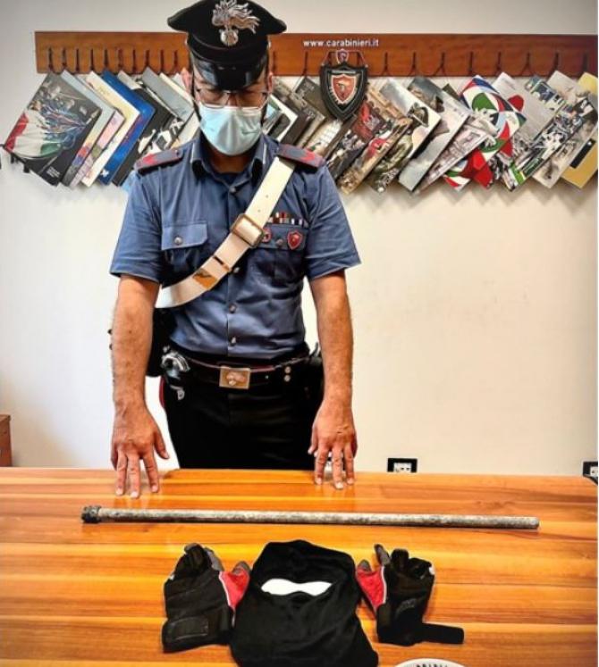Italia. Un român, care s-a crezut Spiderman, prins în timp ce încerca să intre într-un magazin prin acoperis