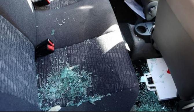 Italia. Un român, supărat că nu a fost lăsat să intre în casă, și-a vărsat furia pe un automobil parcat