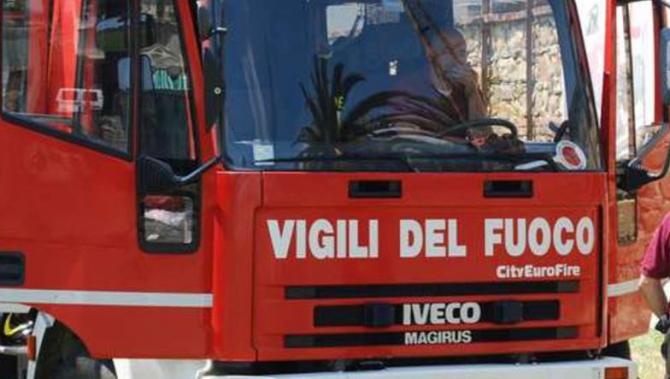 Italia. Un român a incendiat o mașină și transmitea Live pe Facebook