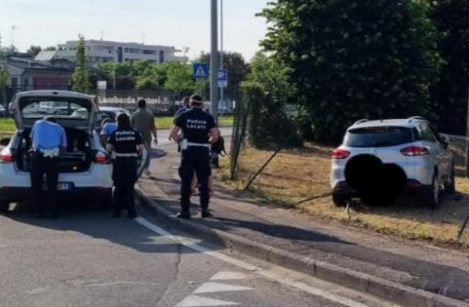 Italia. Un român a intrat cu mașina într-un gard, dar a dat vina pe soție. Minciuna, demascată de camerele de supraveghere