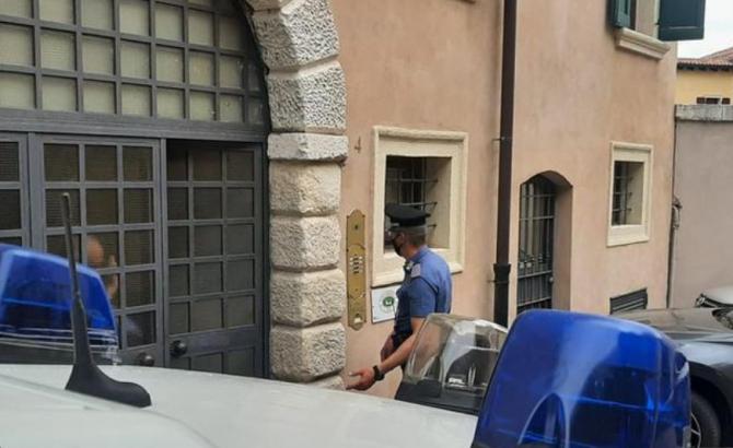 Italia. Un român și-a bătut, violent, soția, apoi a atacat carabinierii