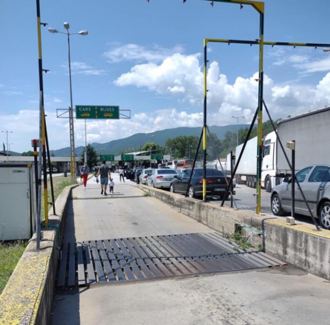 MAE, precizări după cozile mari la intrarea în Grecia. Românii au așteptat ore bune pentru a trece granița la Kulata