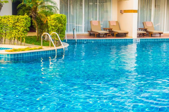 Mai mulți copii, intoxicaţi cu clor în piscina unui complex hotelier din Mamaia