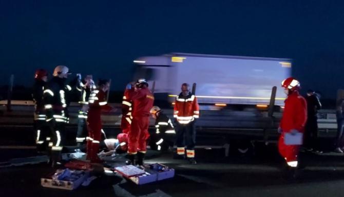 Microbuz cu 16 pasagerii, implicat într-un accident grav înainte de vama Nădlac. O persoană a murit