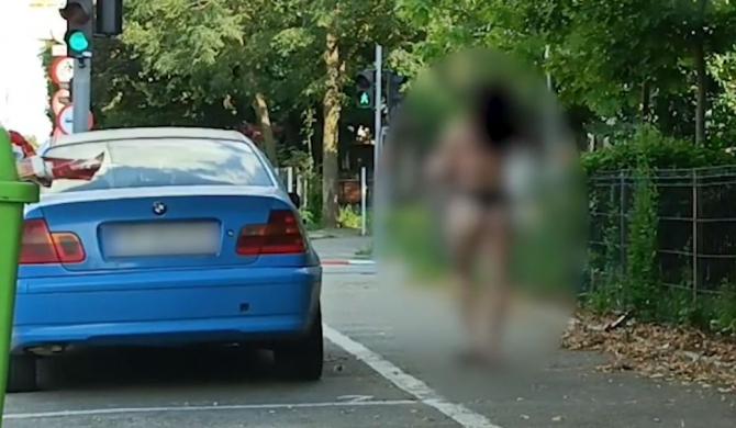 O femeie s-a plimbat doar în lenjerie intimă, pe străzile din Alexandria