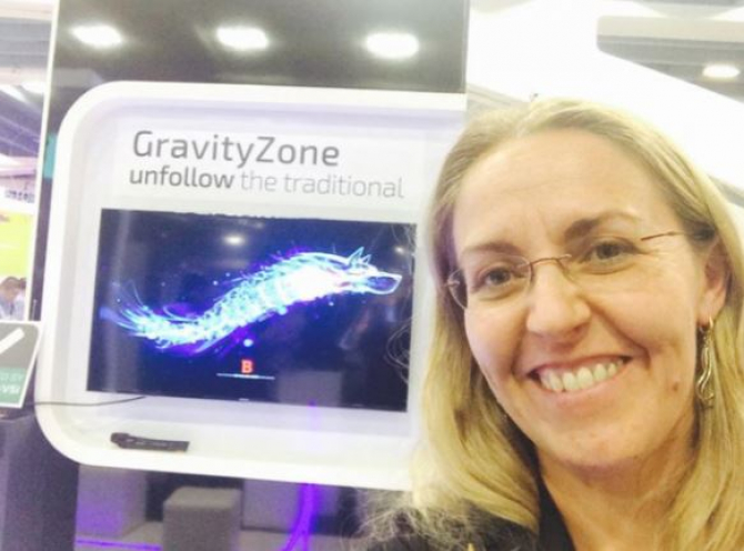 O româncă, angajată la NASA, proiectează viitorul fără gravitaţie