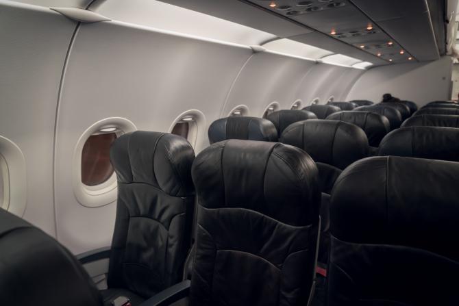 Panică într-un avion plin cu români. S-a întors din drum și a debarcat toți pasagerii