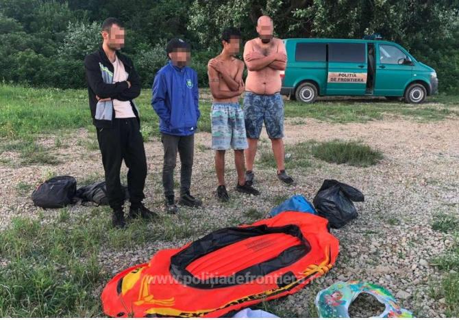 Patru migranți, la un pas de înec în apele fluviului Dunăre. Au fost salvaţi de la moarte de poliţiştii de frontieră