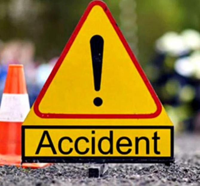 Pericol de explozie, după ce o autocisternă cu motorină s-a răsturnat în județul Vaslui