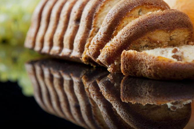Prăjitură cu lapte cald - Atât de umedă și pufoasă, încât ai impresia că e însiropată