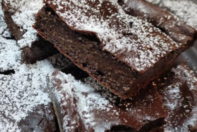 Prăjitură de ciocolată, gata în 5 minute. O porție are doar 40 de calorii