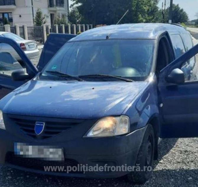 Român, arestat preventiv, pentru transportul a paisprezece cetăţeni străini