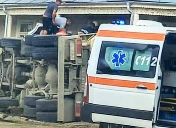 Șofer român, mort într-un grav accident. Camionul pe care îl conducea s-a răsturnat şi s-a lovit de o troiţă Sursa Romaniatv.net
