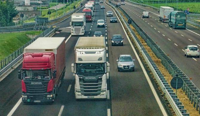 Spania. Cinci șoferi români de TIR, arestați Au furat din marfa pe care o transportau. Pagubă colosală