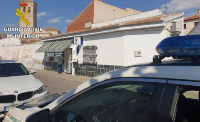 Spania. Un român, înarmat cu un pistol de jucărie, a intrat într-o tutungerie