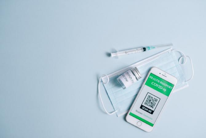 """Statutul de vaccinat cu ambele doze anti-COVID nu e recunoscut de România, dacă prima doză a fost făcută în străinătate. Român: """"Suntem mulţi în situaţia asta"""""""