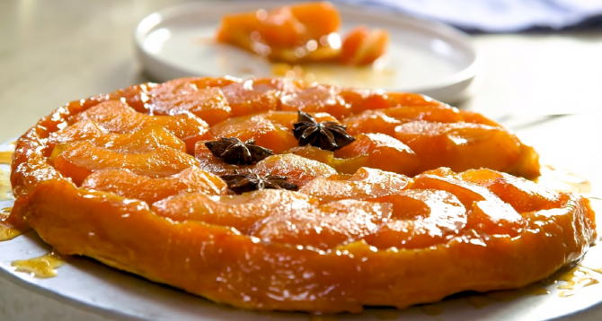 Tatin, cea mai faimoasă tartă de mere din patiserie franceză. Rețeta delicioasă din doar 4 ingrediente