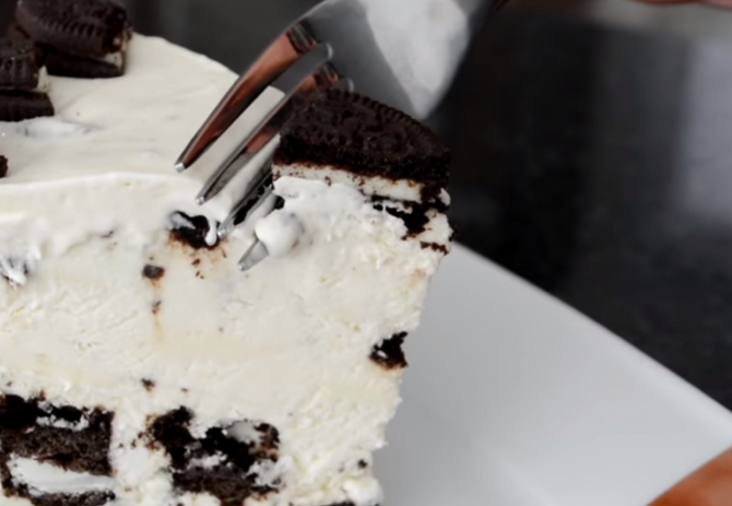 Tort de înghețată cu vanilie. Un desert fără coacere care te va fascina și răcori