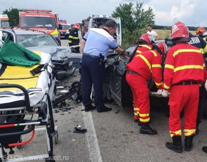 Trei persoane rănite, într-un accident rutier. Impact grav între două autoturisme în județul Olt Sursa ISU Olt