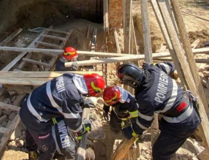 Un muncitor român a murit, zdrobit de peretele unei școli din Iași, care s-a prăbușitSursa - antena3