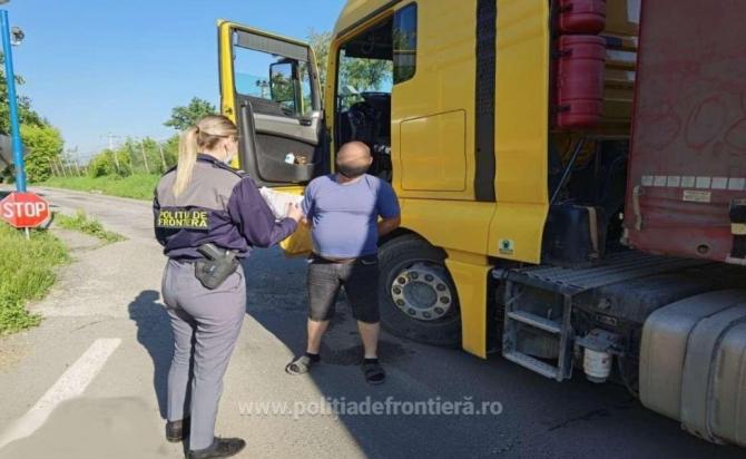 Un șofer moldovean, oprit la intrare în România. Era în stare de ebrietate, la volanul unui camion