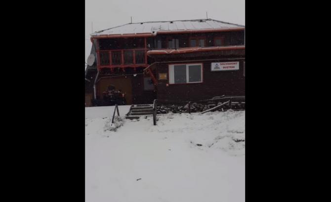 Zăpadă la munte chiar în mijlocul primei luni de vară, în România. Termometrele arătau -2 grade Celsius
