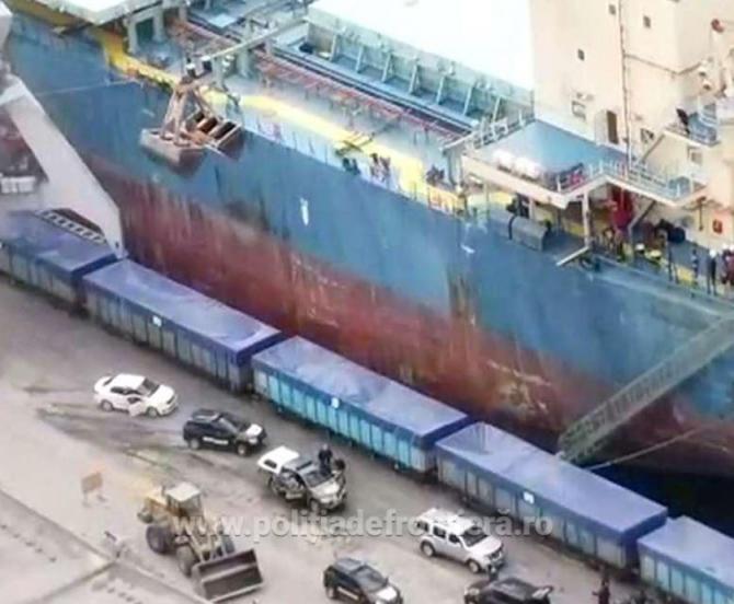 Zeci de mii de prezervative contrafăcute, descoperite în portul Constanța, într-un container sosit din China