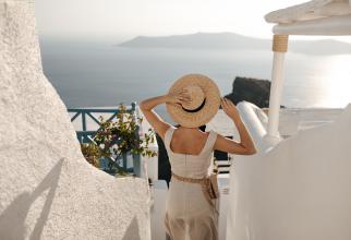 Ghid pentru românii care își petrec vacanța în Grecia. Condițiile de călătorie după intrarea țării în zona roșie