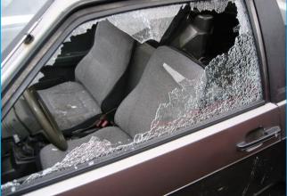 Italia. Un român, deghizat în agent de pază, spărgător de mașini într-o parcare