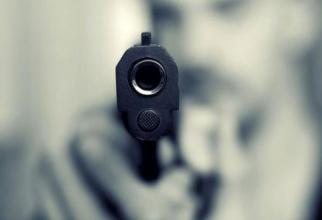 Bărbat din Ploiești, împușcat în cap cu un pistol cu bile, de fostul său cumnat, în timp ce dormea