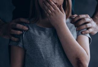 Minoră, de 14 ani, agresată sexual într-un autobuz. Un bărbat de 51 de ani din Alba, cercetatde polițiști
