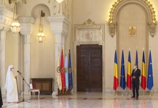 Patriarhul Daniel, decorat de președintele Klaus Iohannis, într-o ceremonie la Palatul Cotroceni