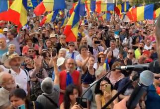 Protest în Piaţa Universităţii din București înainte de valul patru al pandemiei COVID - 1