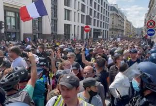 Proteste masive în Franța, împotriva obligativității certificatului verde în locurile publice - VIDEO