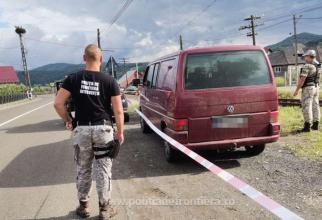 Român, arestat preventiv, după ce a fost prins cu două grenade şi unsprezece cartuşe în mașină